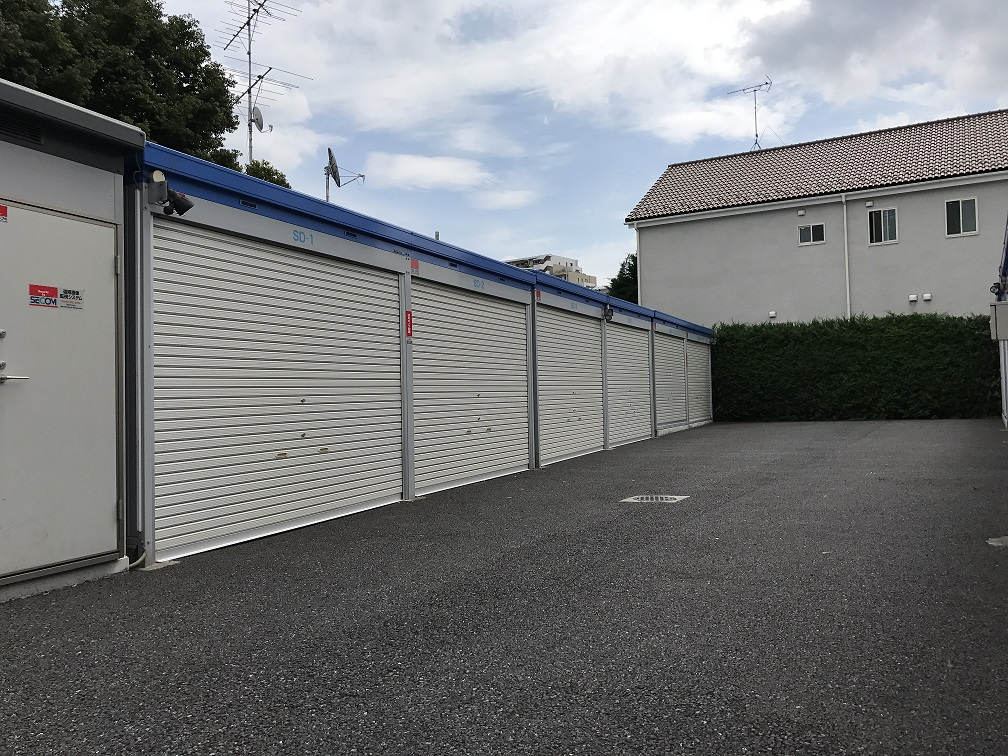 杉並桃井店(バイクガレージ) 広い間口とスペースを用意