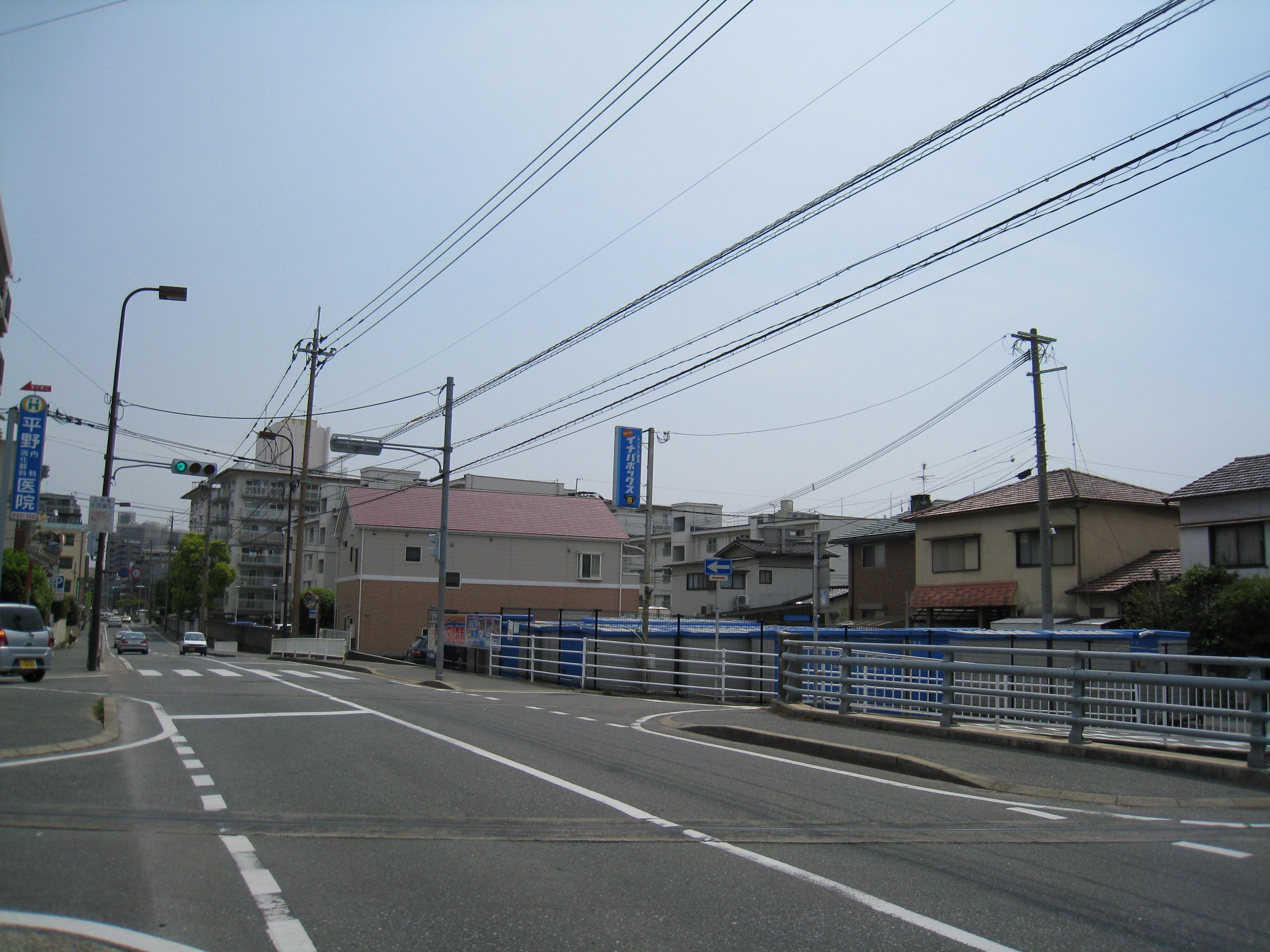 別府店 別府店は大きな通りに面しています