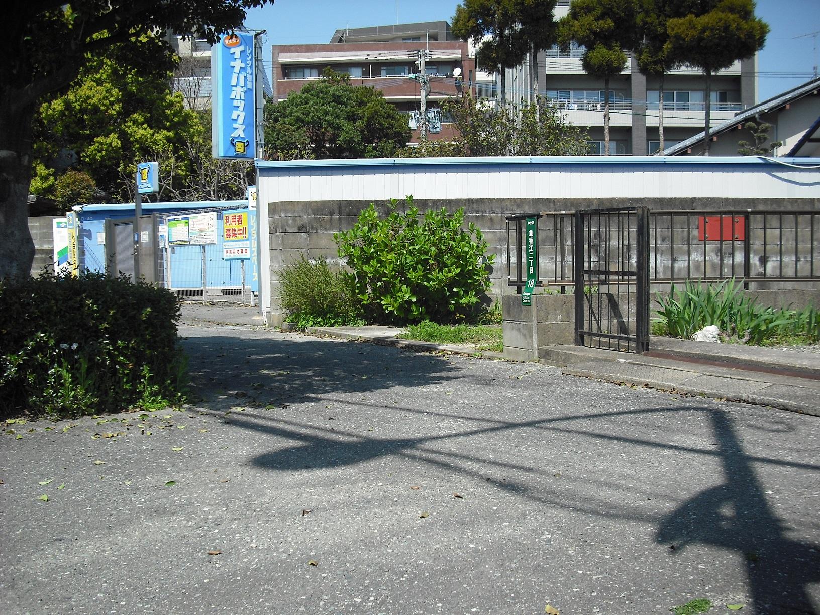 草香江店 トランクルームの入口