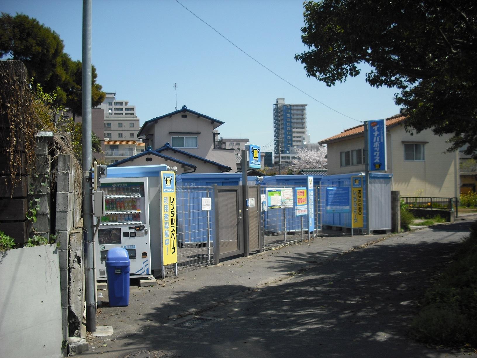 草香江店 トランクルームの敷地内は広い作りになっています