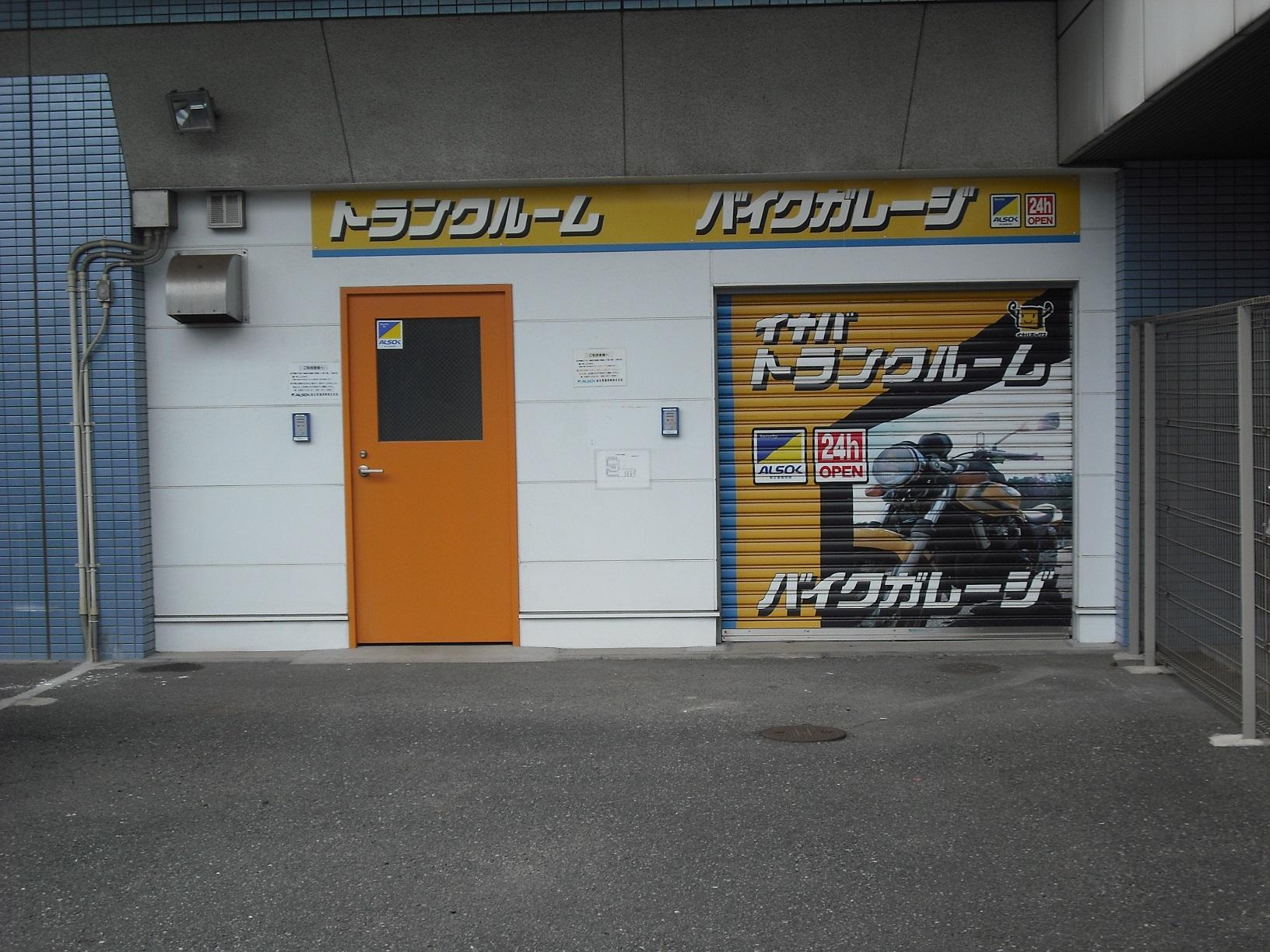 清水店 バイクガレージの入口