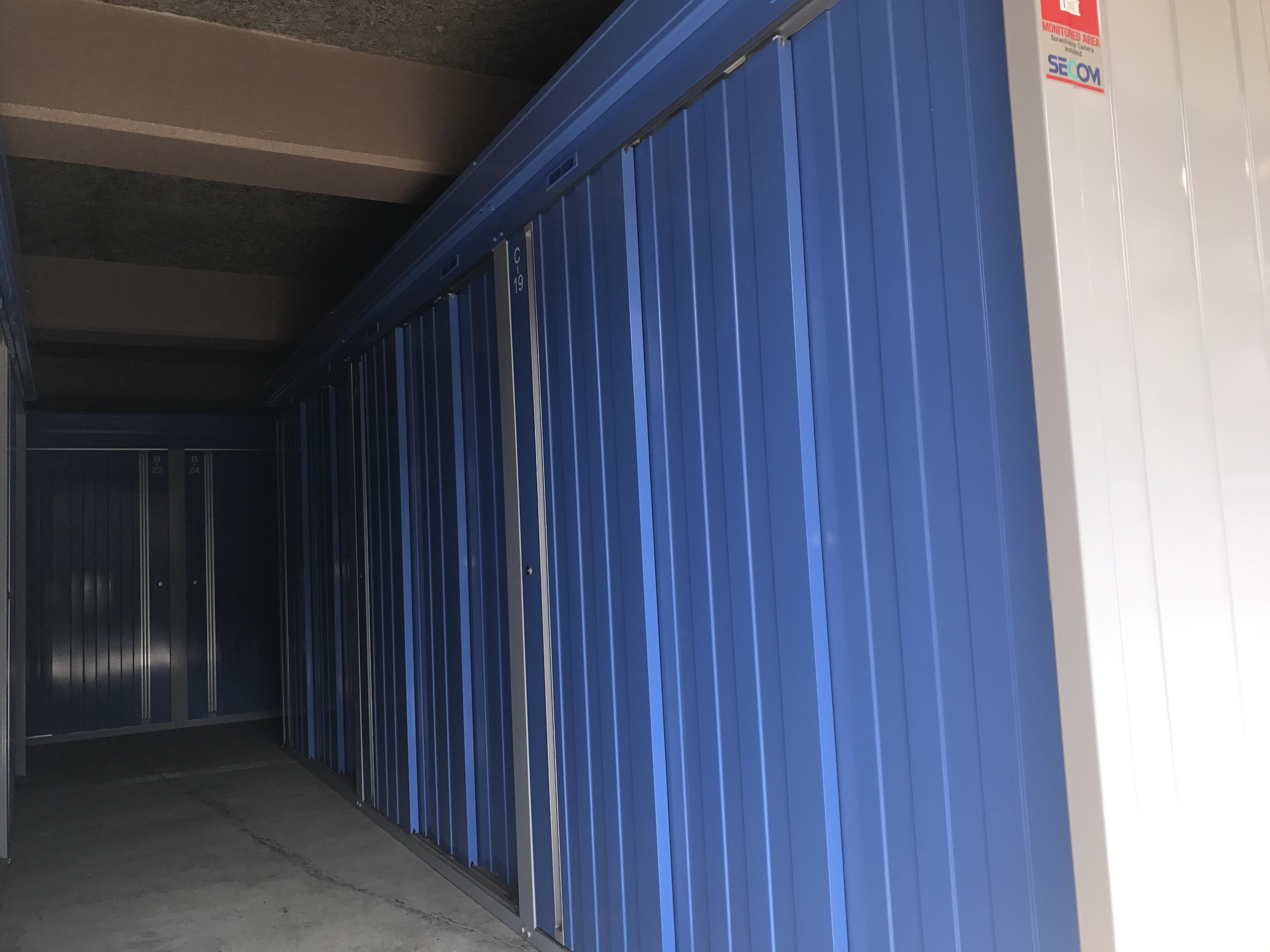 八王子下柚木店 多種多様のトランクルームを用意しております