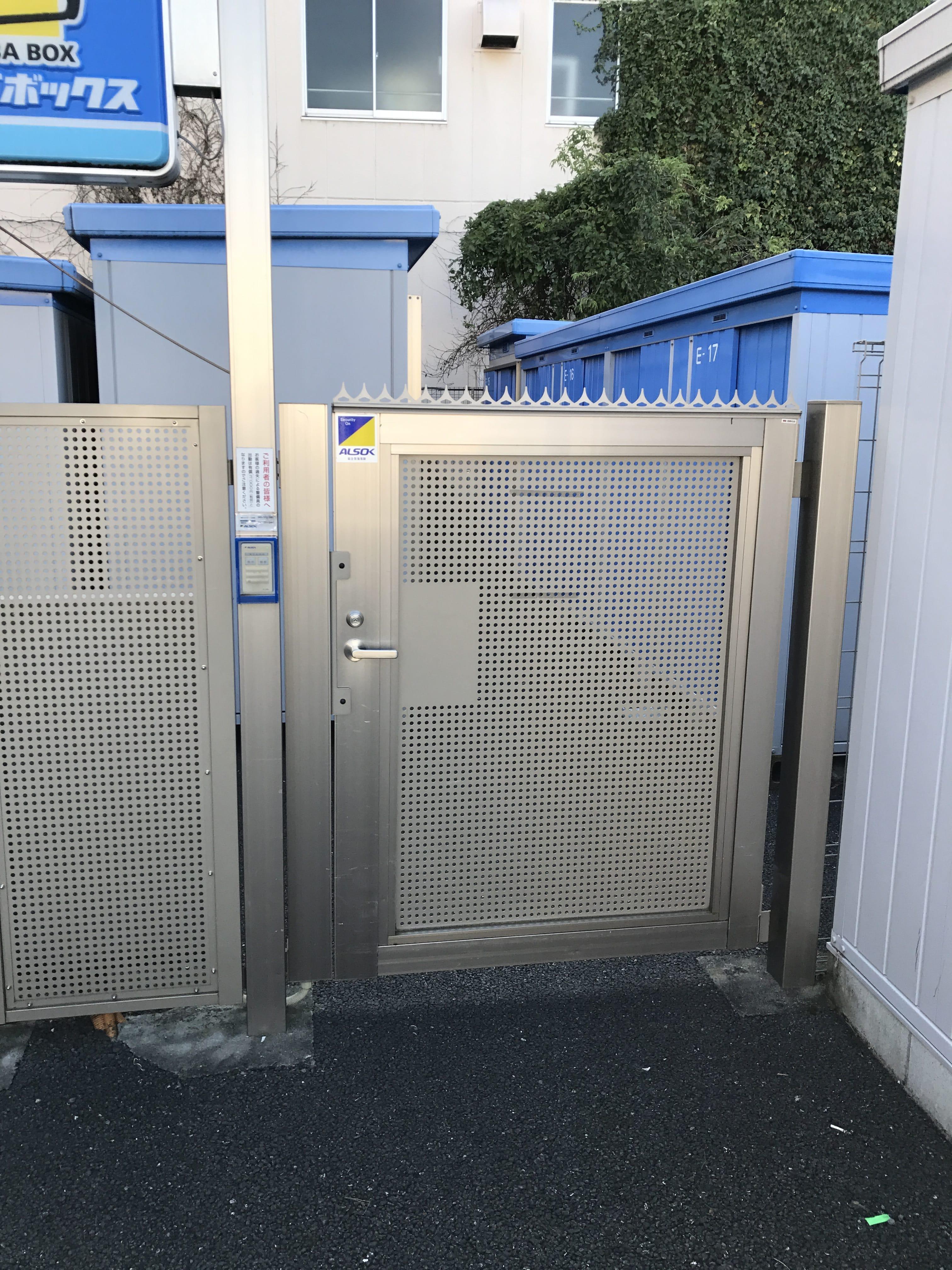 大野台店 トランクルームの入口