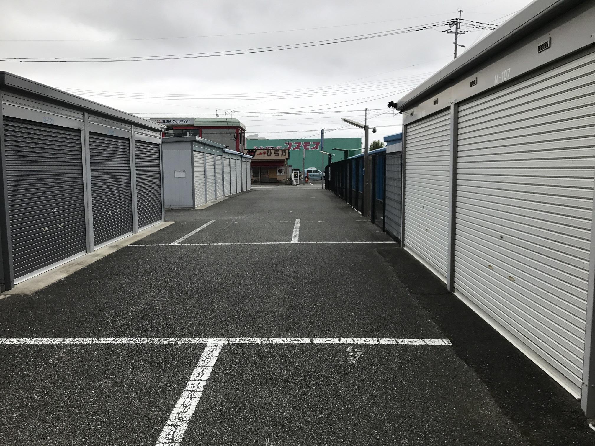 下山門店 ガレージタイプのスペースは広めに作られています