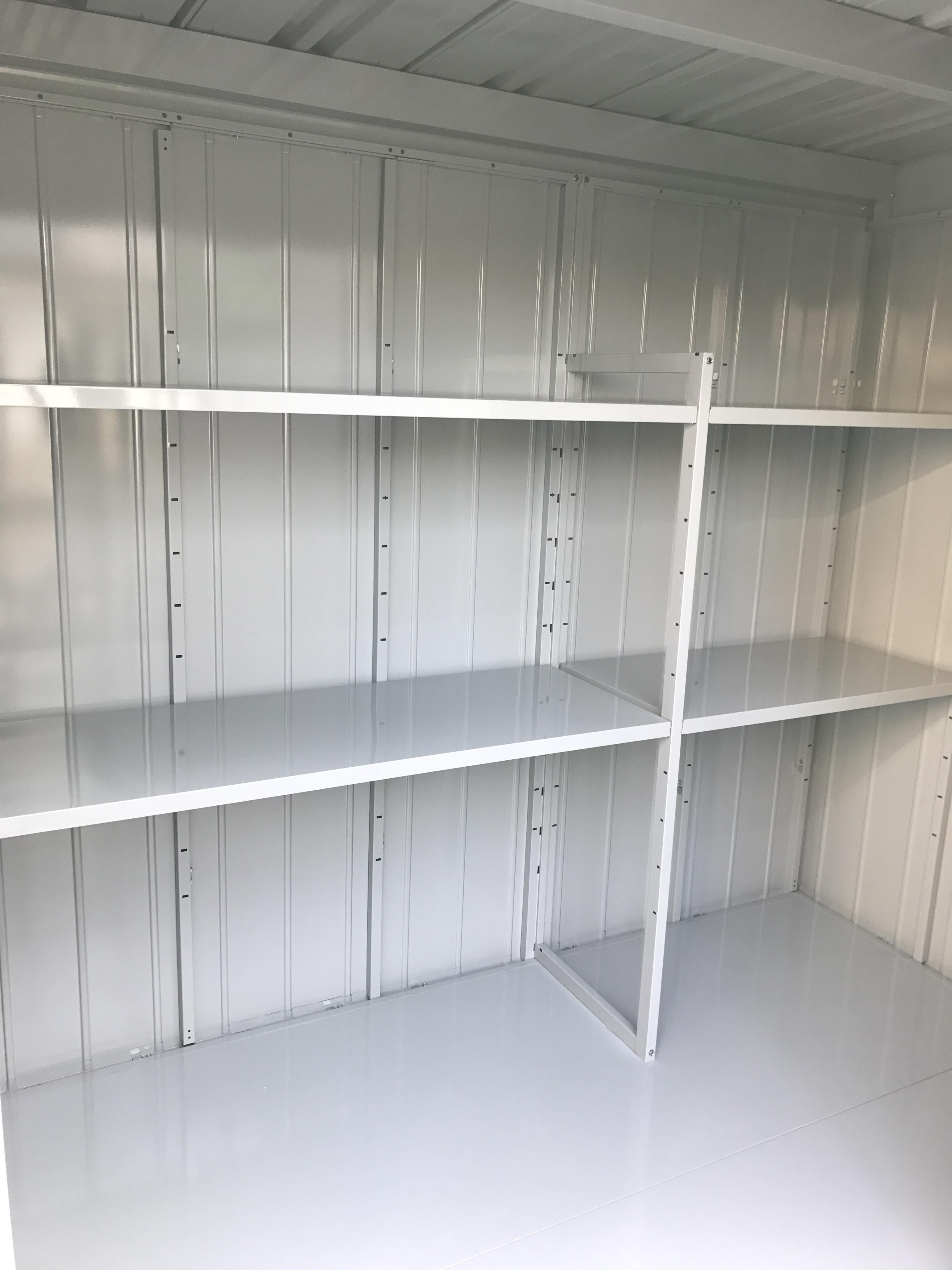 松戸陣ヶ前店 中には棚板が完備されています