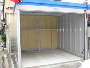 墨田立花店 ガレージのようなタイプのトランクルームもあります
