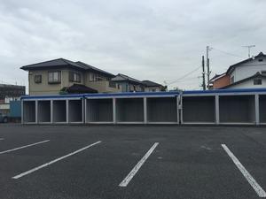 高崎並榎町店 敷地内は広々としているので自由な出し入れが可能