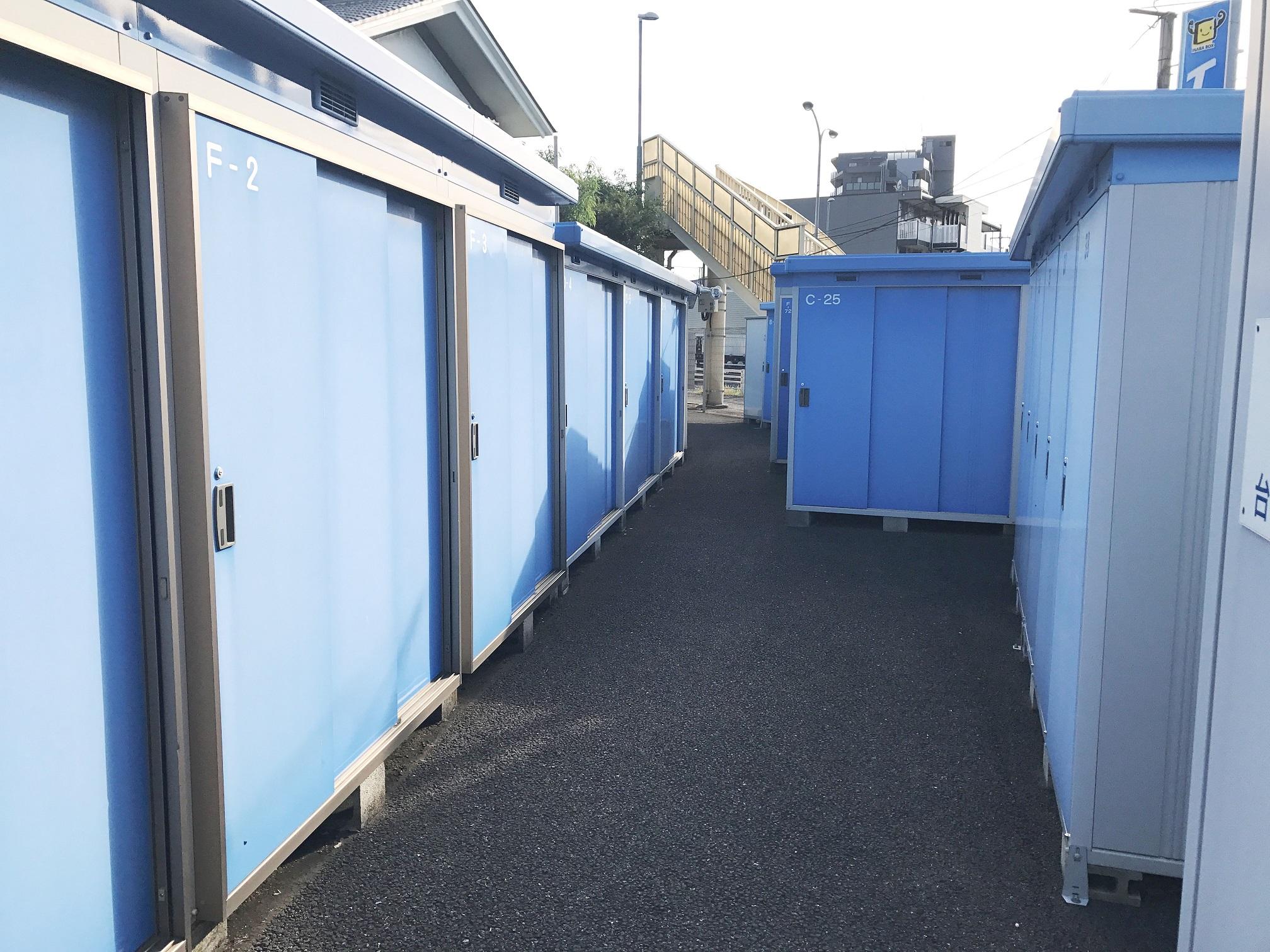 柏呼塚店 広い敷地に多数のトランクルームを設置しています