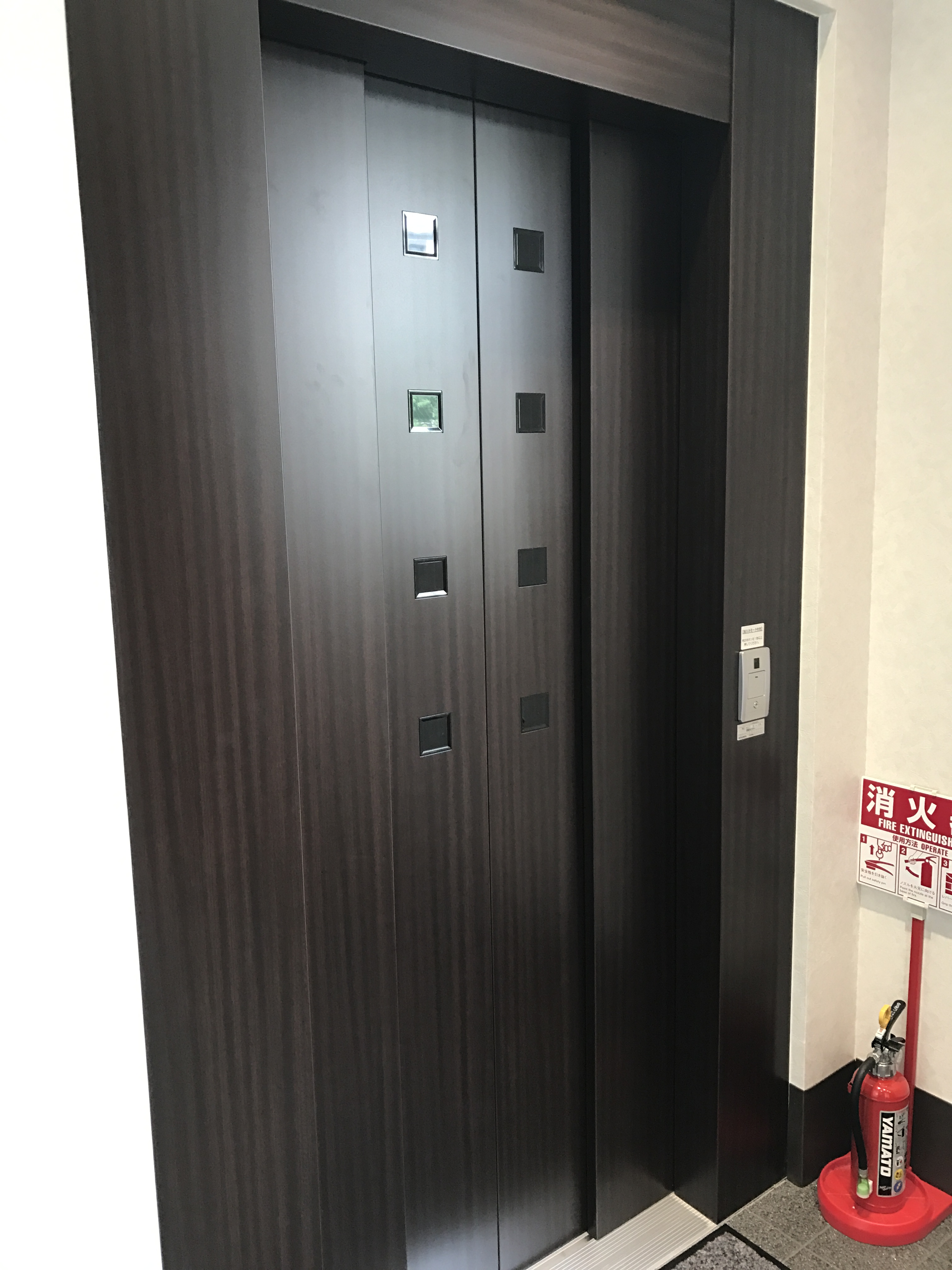 「INABA96」練馬氷川台店 エレベーター 最大積載量:200kg [開口寸法] 間口0.80m 高さ1.90m [内寸] 間口0.95m 奥行1.10m 高さ1.90m