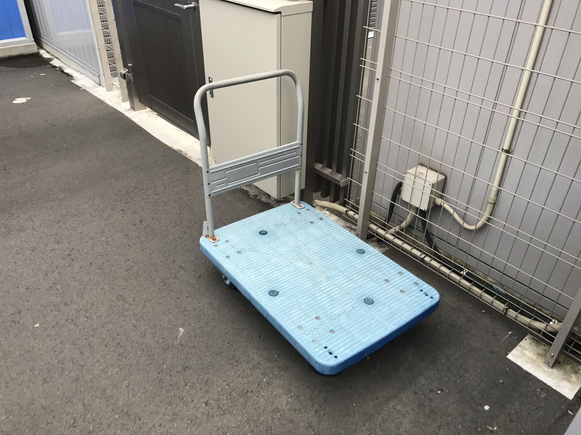 武蔵新城店 台車も完備しています