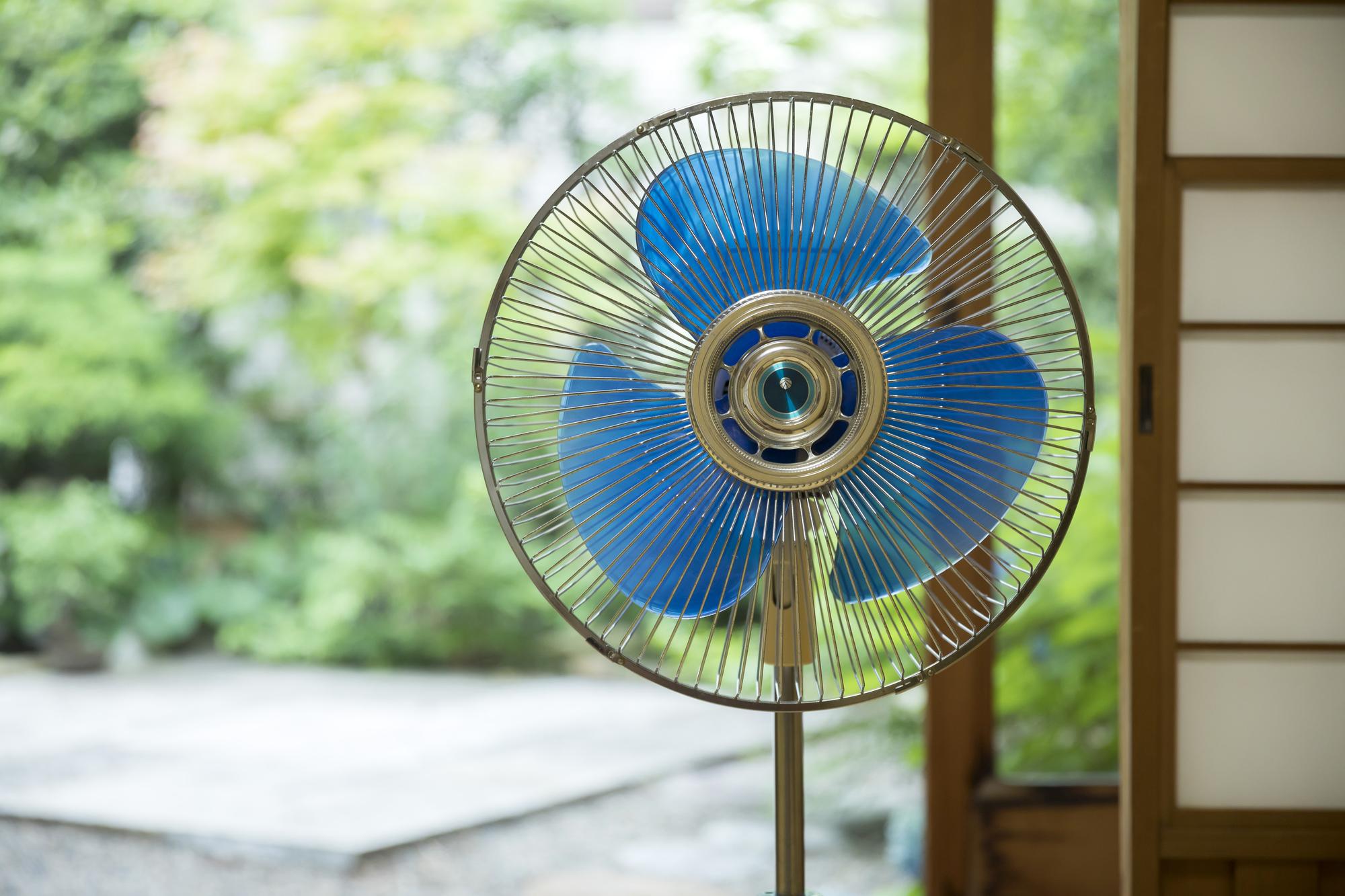 扇風機をスッキリ収納したい!場所を取らない収納やお手入れ方法を公開