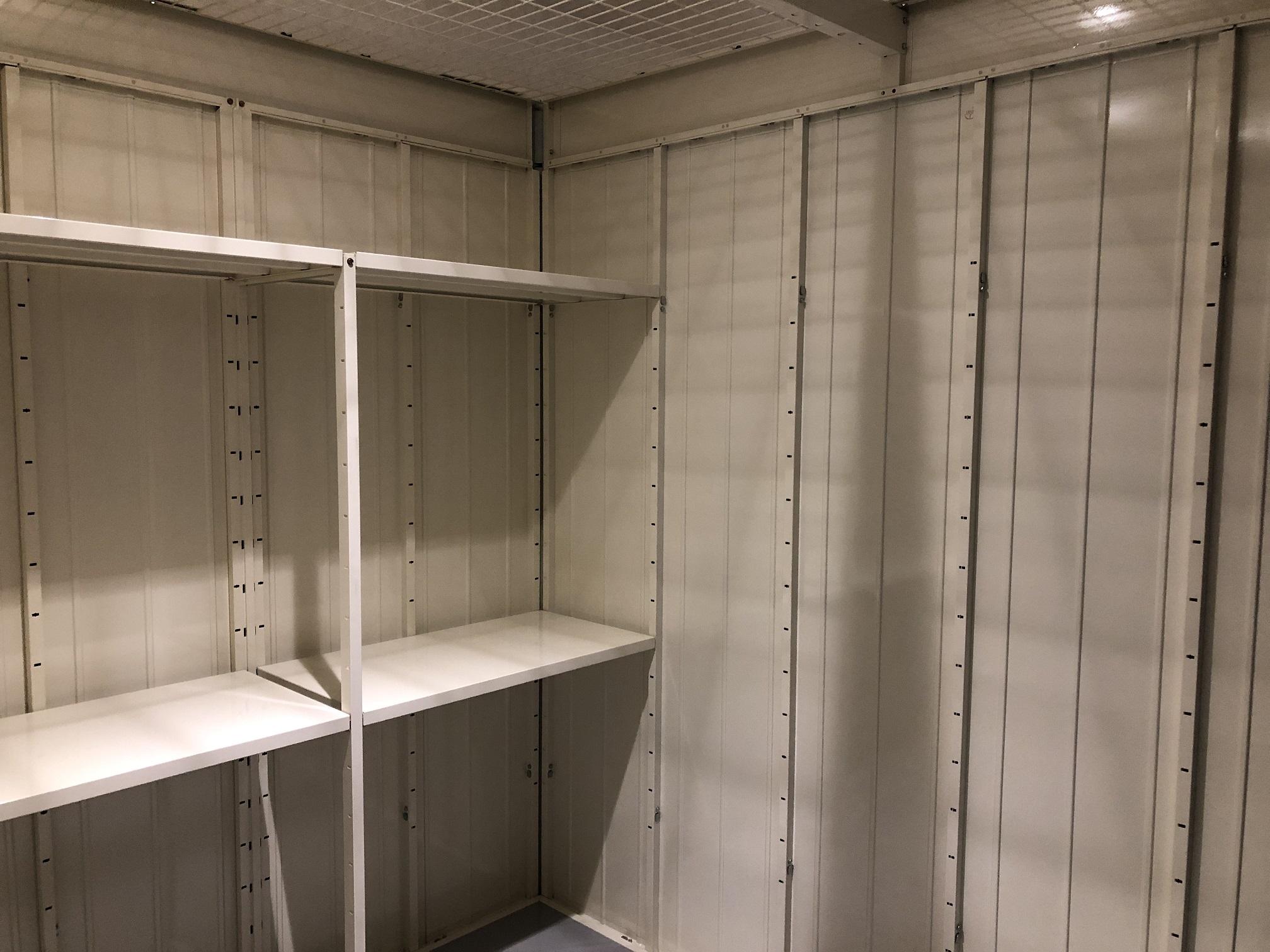 INABA96西保木間店 棚板は標準装備