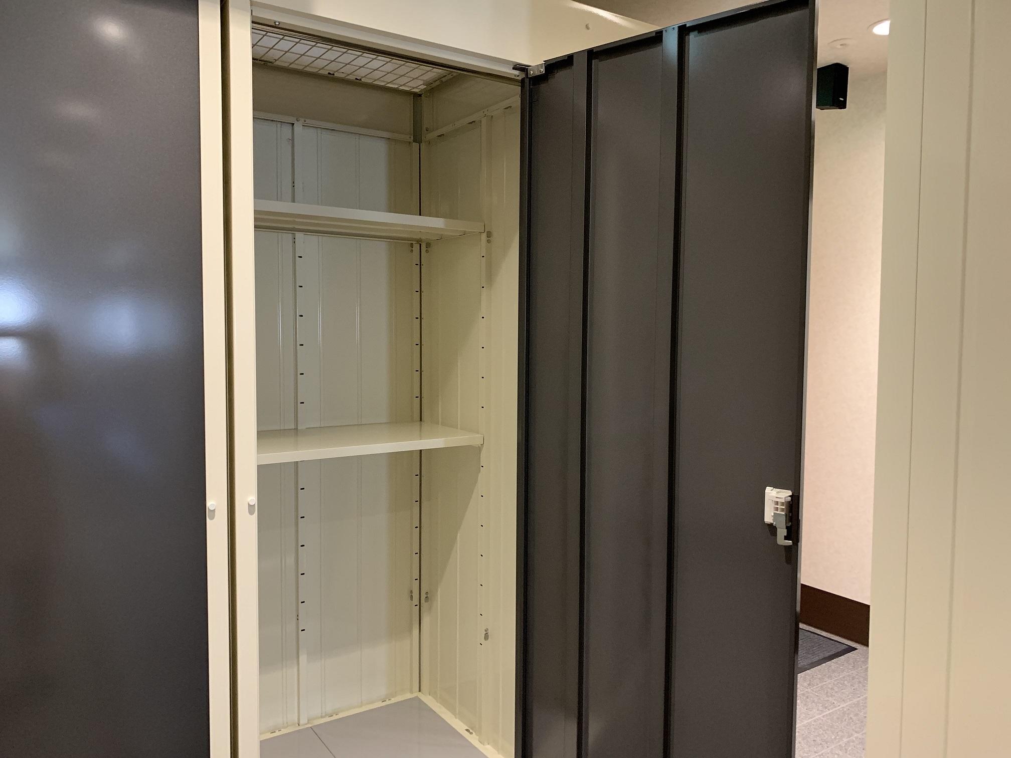 INABA96西保木間店 棚板は簡単に移動できます