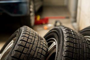 タイヤの安全で正しい保管方法!場所選び・手入れ方法も紹介