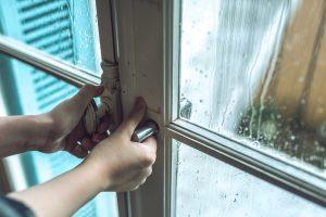梅雨でも湿らない・カビない収納方法とは?