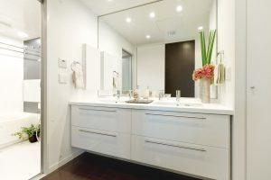 狭い洗面所、綺麗に見せる収納術とは!?