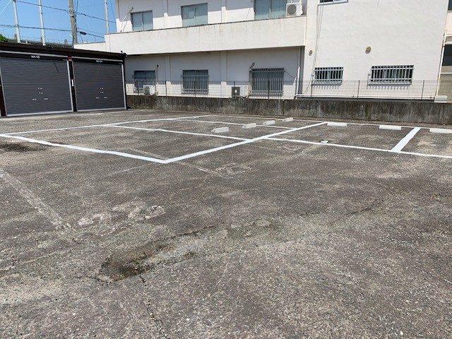 津中央店 月極駐車場併設