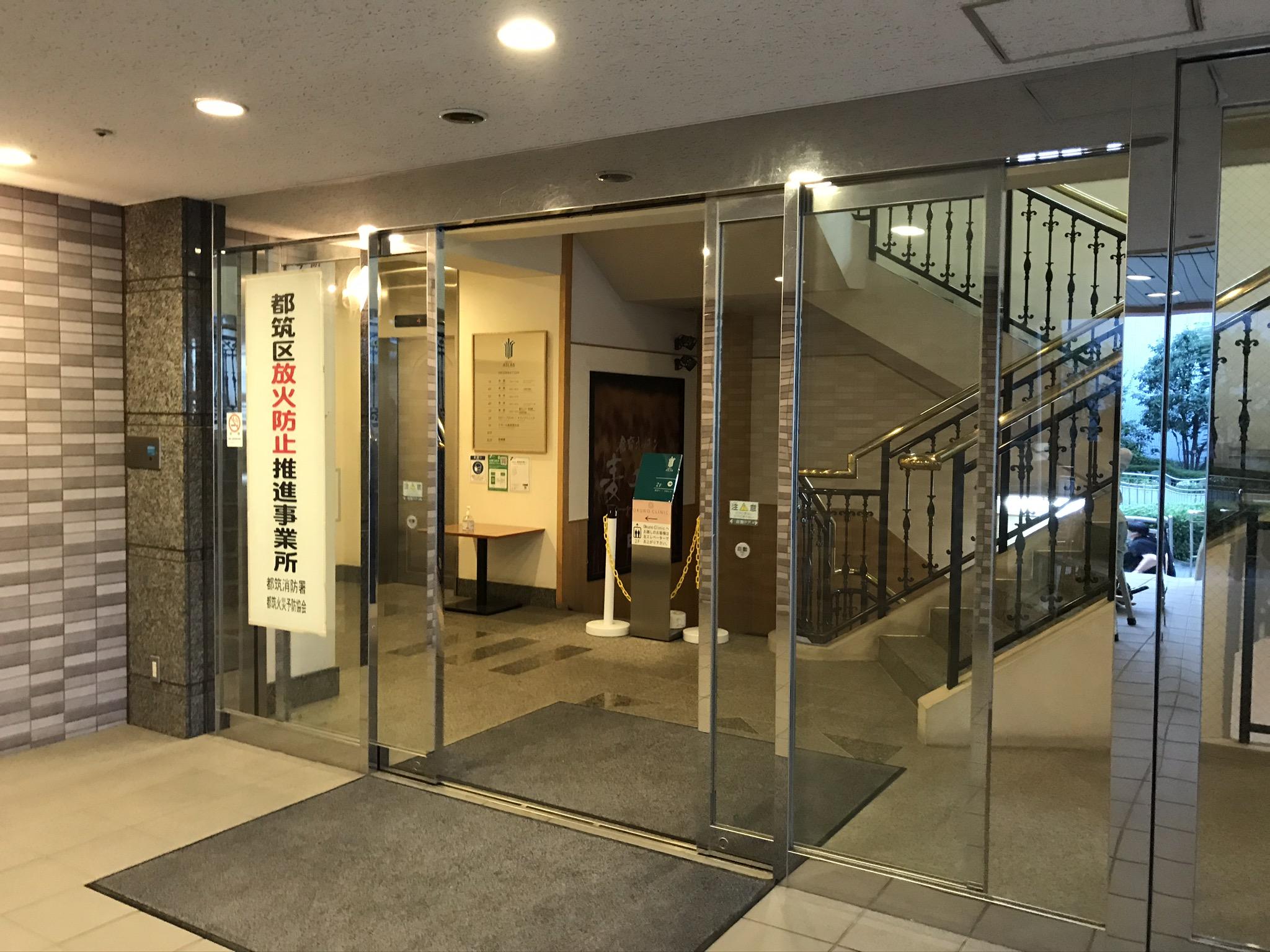 センター南店 ホテルエントランスより地下へお越しください