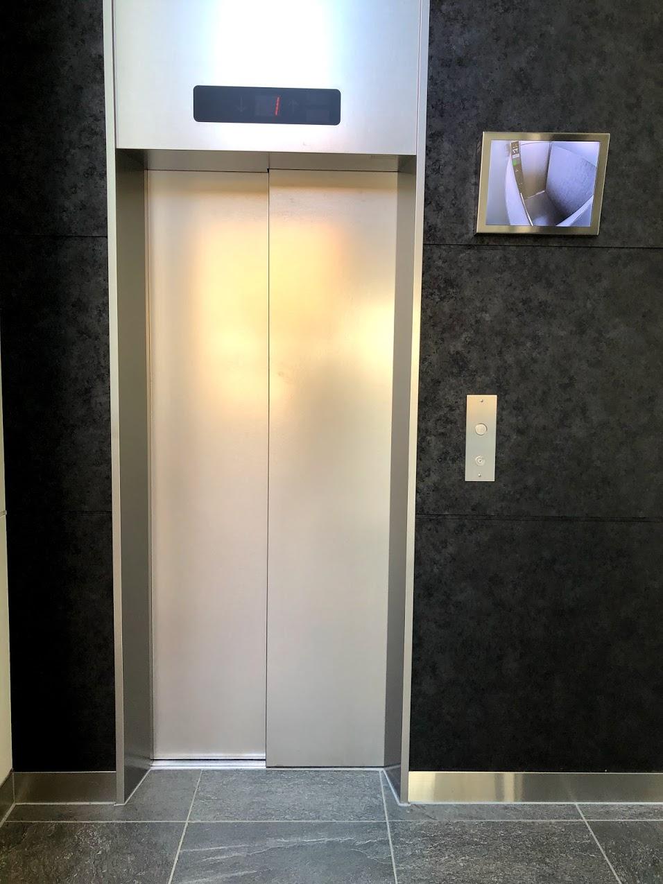 白金店 エレベーター.