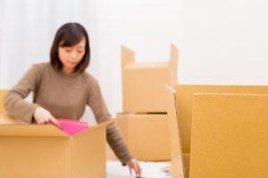 荷造りで部屋が狭くなったら?引越し荷物の一時保管で快適な生活を