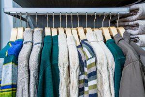 出番の少ない洋服はトランクルームで収納しよう!